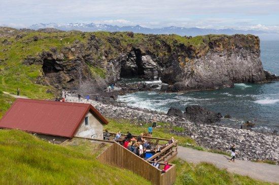 Hellnar, İzlanda: Hinsetzen, bestellen und den Blick genießen
