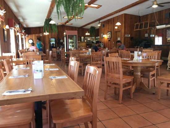 Souris, Kanada: family restaurant with lots of natural light