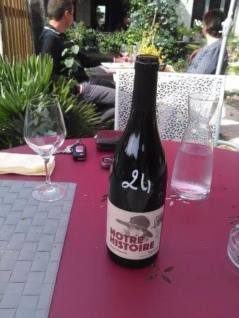 Cafe de la Promenade: Vin, le prix est indiqué sur les bouteilles
