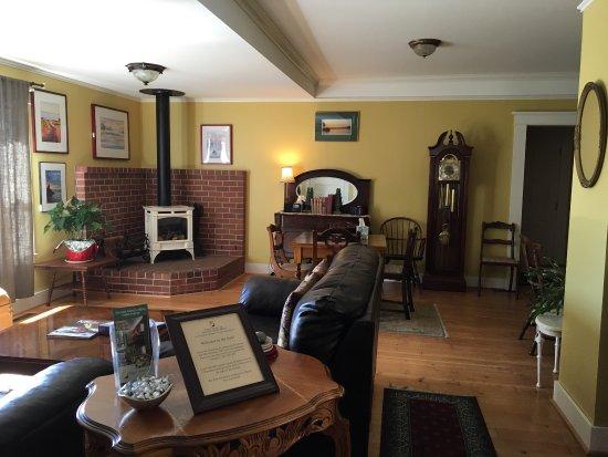Tucker House Inn : Four Winds & communal kitchen & living room