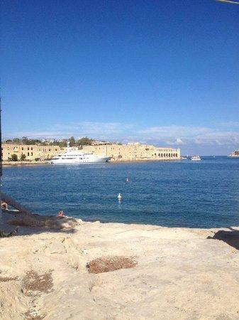 Ta' Xbiex, Malta: Clear blue skies and crystal clear seas!