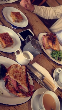 Lechlade, UK: Lunch
