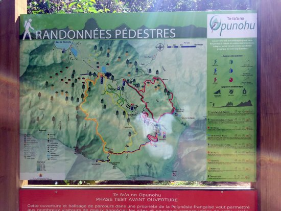 Moorea, Polinezja Francuska: sign showing hiking trails around belvedere lookout, August 2016