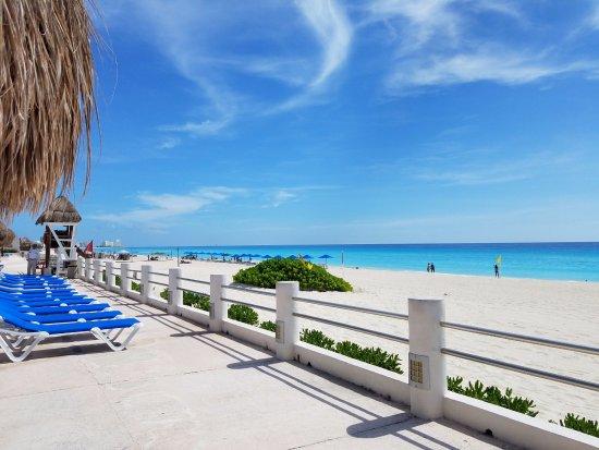 Beach view picture of villas marlin cancun tripadvisor for Villas marlin cancun