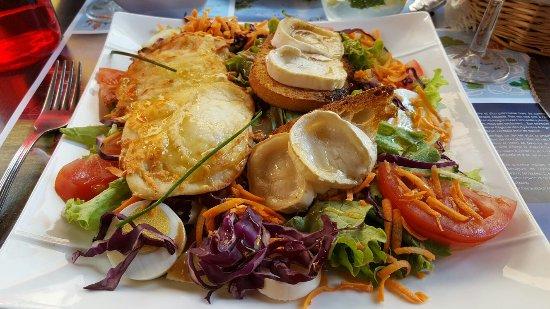 Foix, Francja: Mojito. Salade chèvre miel. Carpaccio. Café gourmand. Crêpe Nutella.