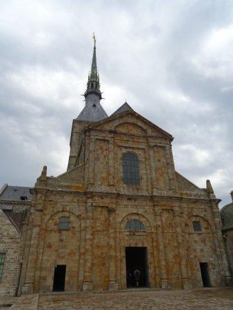 Abbaye du Mont-Saint-Michel : L'Eglise Abbatiale vue de la Grande Terrasse Ouest