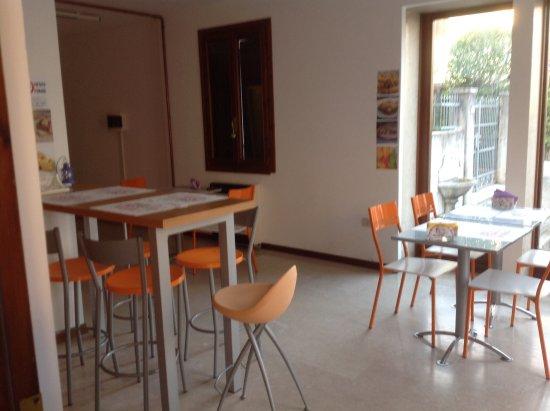 San Vito al Tagliamento, Италия: Saletta dove consumare il vostro menù da asporto!