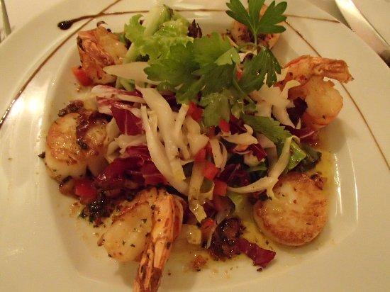 Bistrot Caraibes: delicious hot appetizer: scallop-shrimp