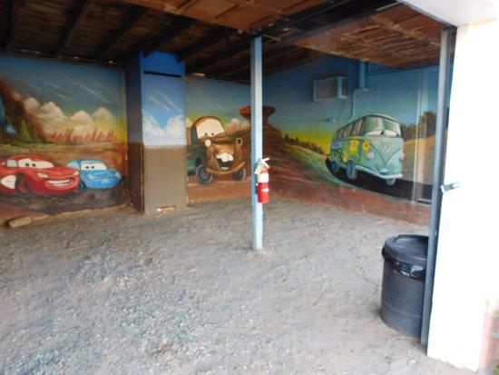 Blue Swallow Motel: Garage