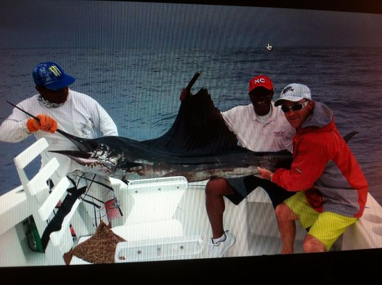 Κουέπος, Κόστα Ρίκα: This is my first sailfish, it measured 9.5 feet.