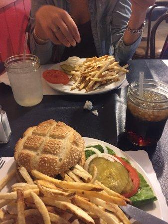 โชโชนี, แคลิฟอร์เนีย: Burger du Crowbar