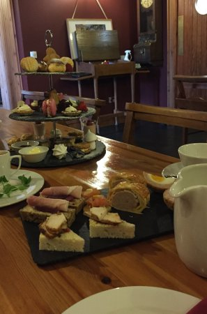 Laurencekirk, UK: The dainty and delicious afternoon tea.