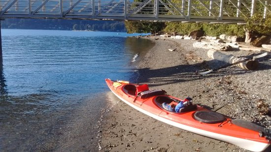 Gibsons, Canadá: Our renteed Kayak on the Shore of Plumber Cove Provincial Park on Keats Island