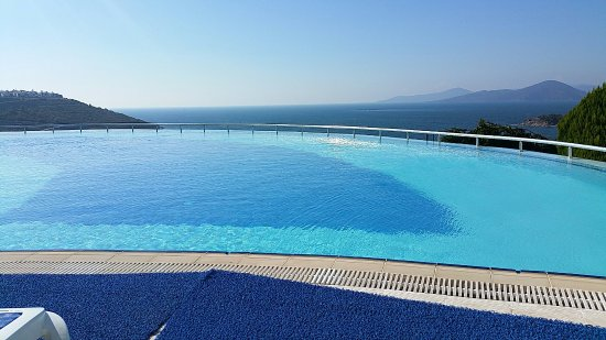 Boğaziçi, Türkiye: Royal heights beach/pool/views