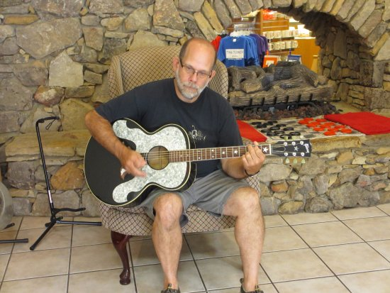 Brownsville, Tennessee: Pondering what song to play