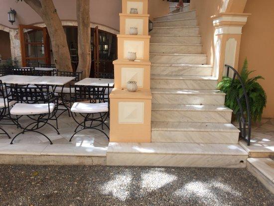 Casa Delfino Hotel & Spa: Patio/zona desayuno
