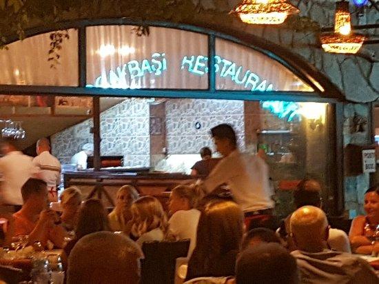 Ocakbasi Restaurant: Her akşam misafirlerini sıcak ve samimi karşılayan ortam