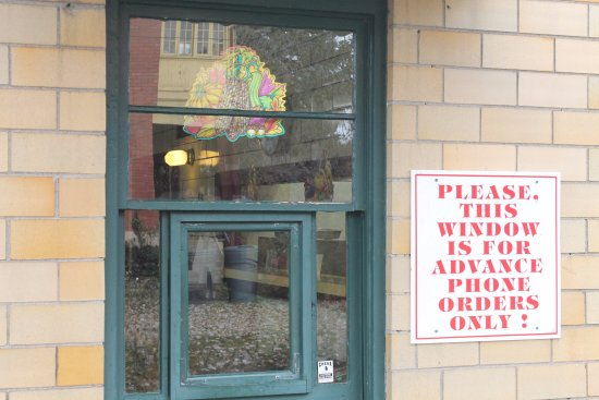 Zanesville, Огайо: Take-out Window ... easy access from 532 McIntire Avenue.