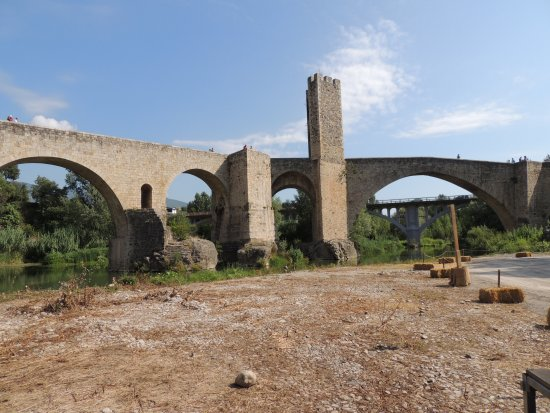 Besalu, Spain: consolidation du ponr au XVIIe