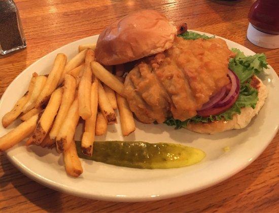 Walcott, Айова: Thick and juicy tenderloin sandwich