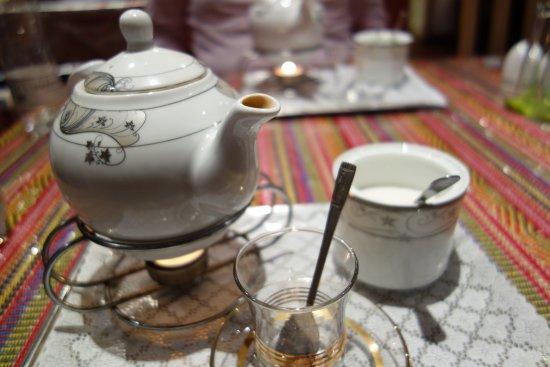 Darvish Traditional Persian Tea House and Restaurant: Mint tea