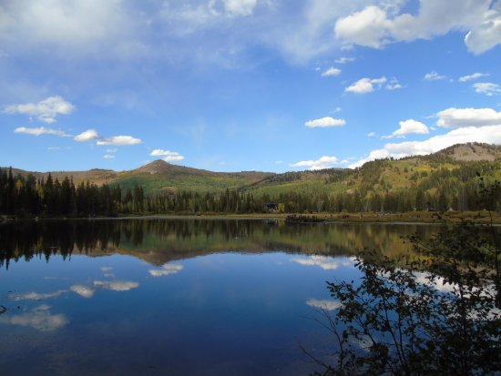 Guardsman Pass Scenic Backway: View of Silver lake opposite the visitor information