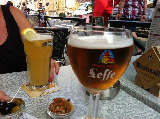 Schaerbeek, เบลเยียม: Le Saint Hubert - Una buona birra belga
