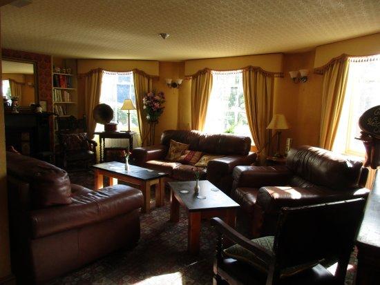 Blaenau Ffestiniog, UK: Very comfortable lounge areas.