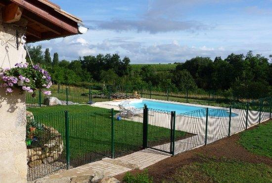 Ruch, Francia: Piscine partagée, chauffée de mai à septembre