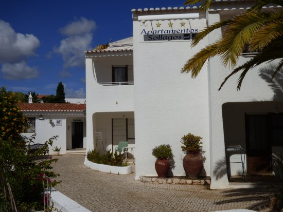 Sollagos Apartamentos Turisticos: The front of the apartments