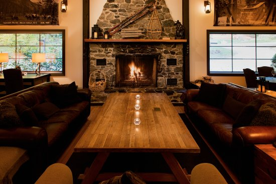 Bella Coola, Kanada: Have a drink by the cozy fire