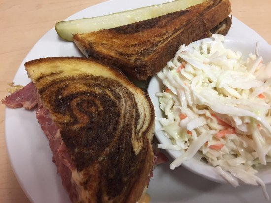 The Villages, Floryda: Reuben with sloppy sauerkraut on bottom making the bread disintegrate