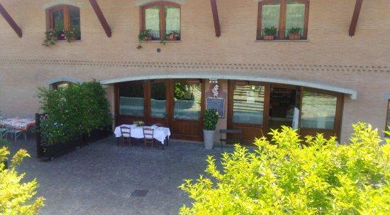 Fanano, Włochy: ingresso e tavoli esterni