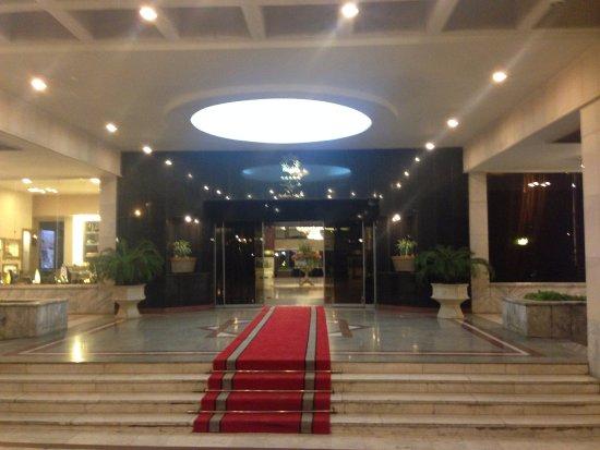 Pardisan HOtel: entrance