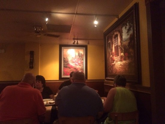La Bella Napoli Italian Restaurant : Small, quiet, darkly lit restaurant with excellent Italian food.