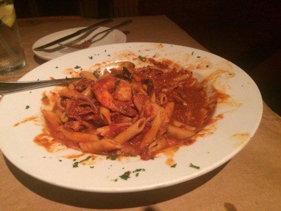 Spring Hill, FL: Small, quiet, darkly lit restaurant with excellent Italian food.