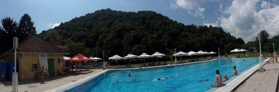 Samobor swimming pool @ Vuginščak park, under old town of Samobor ruins