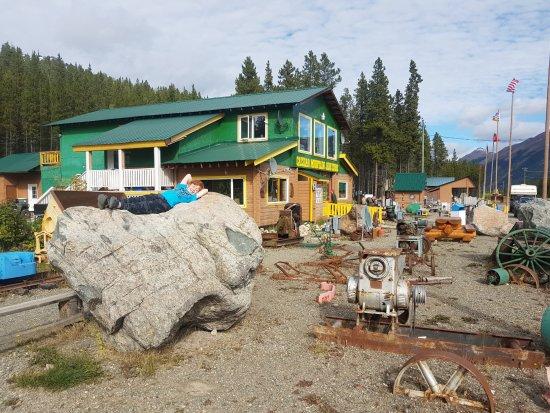 Dease Lake, كندا: more rocks