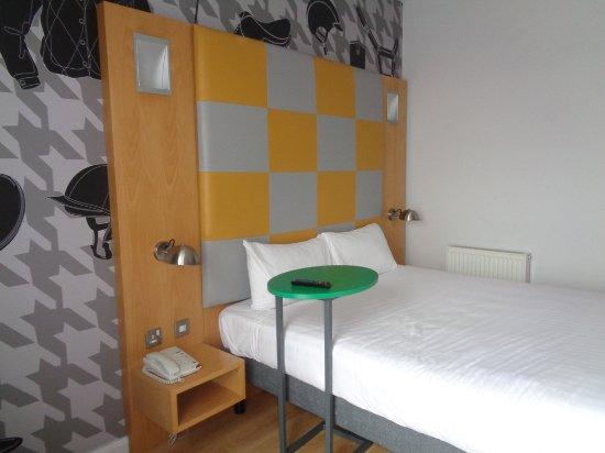Haydock, UK: Large comfy Bed