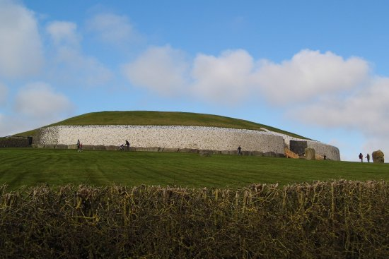 ‪‪Donore‬, أيرلندا: Newgrange passage tomb .‬