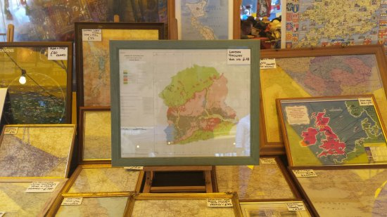 Vintage and antique maps on sale at the Thursday market in oxford