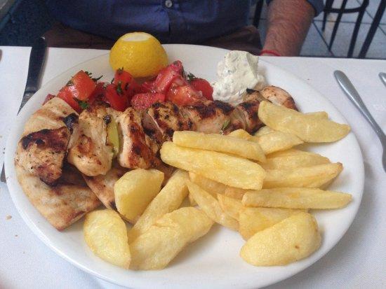 Arsenis Taverna Iseris: Chicken souvlaki
