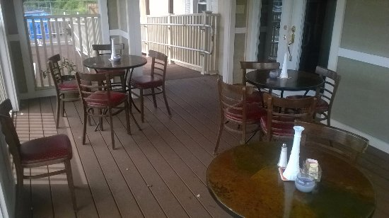 Pittsfield, ماساتشوستس: Enjoy lunch or dinner on our enclosed deck.