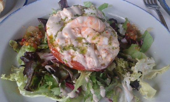 Galdakao, Spanyol: Tomate relleno con ensaladilla de gambas