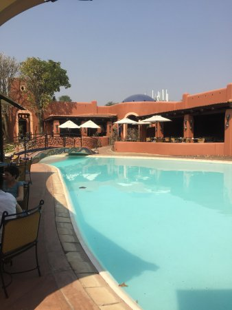 AVANI Victoria Falls Resort: Pool and bar area