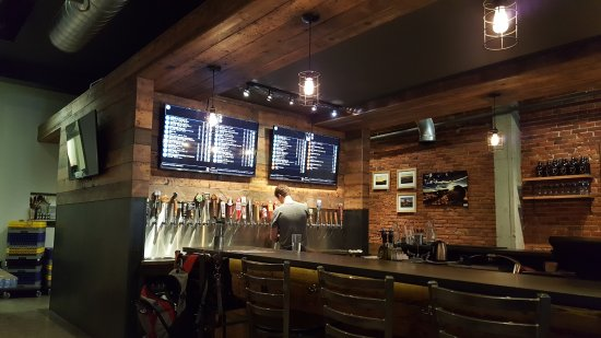 Moscow, ID: Cool textures, nice use of reclaimed wood. Plenty of choices at the taps!
