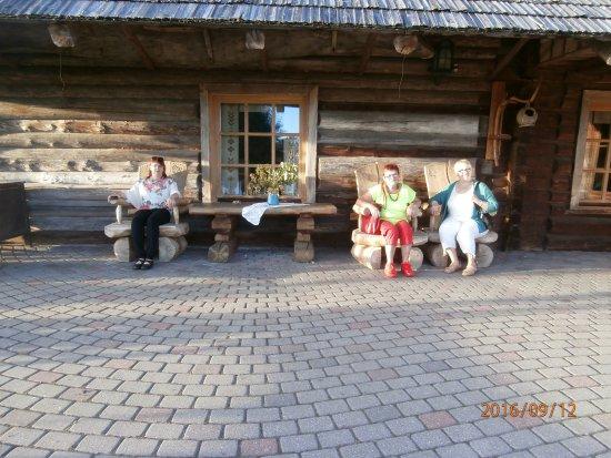 Rubene, Lettland: på terrassen ved et hus med festsal