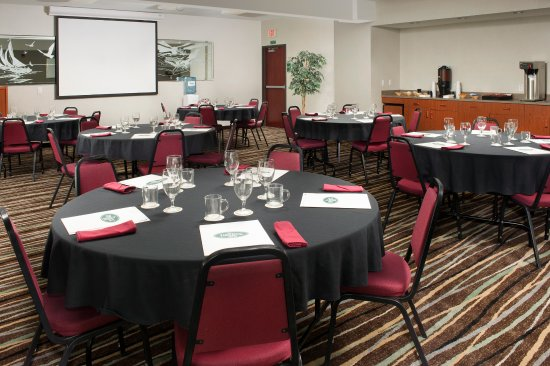 Liberty Inn Lincoln City : The Liberty Room can be set up banquet, auditorium, or custom.