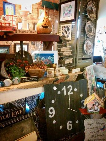 Prairie du Chien, Ουισκόνσιν: Rustic, vintage and art all come together at The Planted Tree.