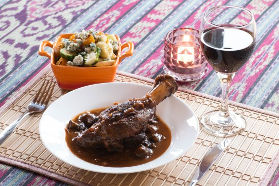 Englishtown, Canadá: Lamb Shank, braised with aromatics, red wine & tomato and Roasted Fall Salad